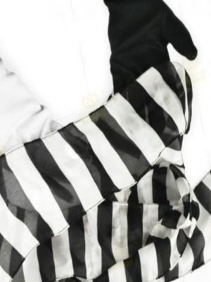 WHITE BLACK GLOVES TO ZEBRA